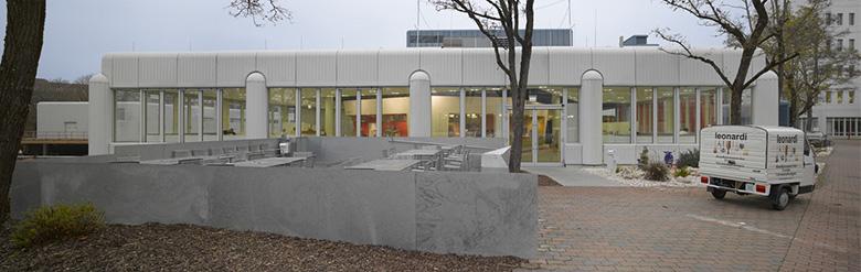 Aussenansicht des Leonardi Siemens FoodCourt in München Perlach
